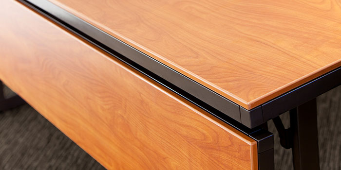 Linenless & Laminate Tables